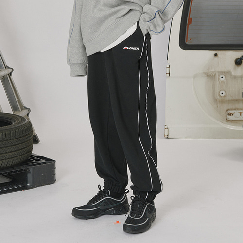 로너 Side line track pants_black